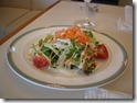 昼食のカレーの前に出たサラダ